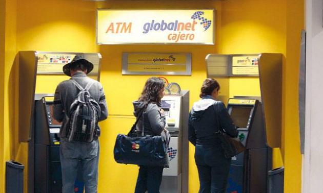 Noticia bancos informar n en cajeros cu nto cobran por for Cuanto se puede retirar de un cajero
